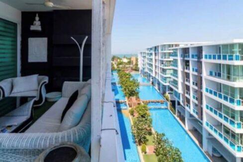 02 Large furnished balcony