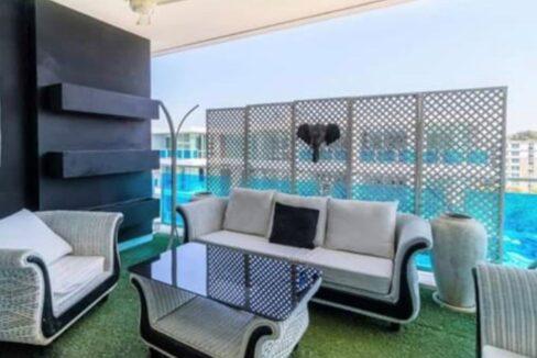 03 Large furnished balcony