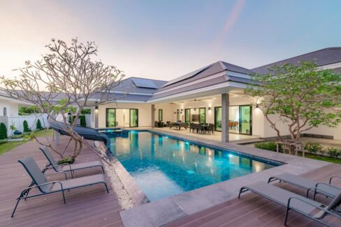 04 60 sqm infinity pool with jacuzzi