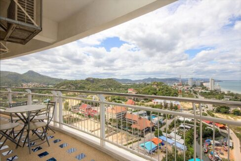 04 Large balcony with great view