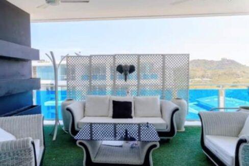 04 Large furnished balcony