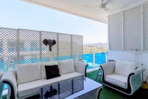 05 Large furnished balcony