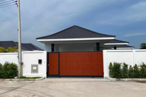 07 Villa fully walled and gated