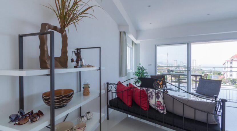 10A Spacious modern living room
