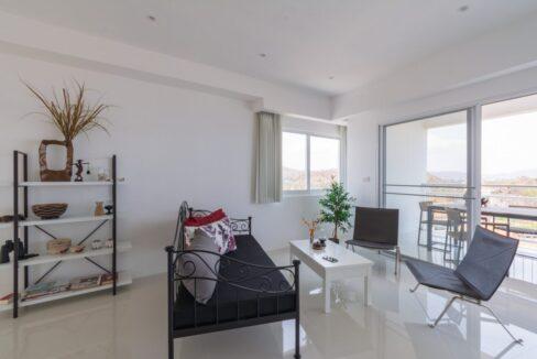 10D Spacious modern living room