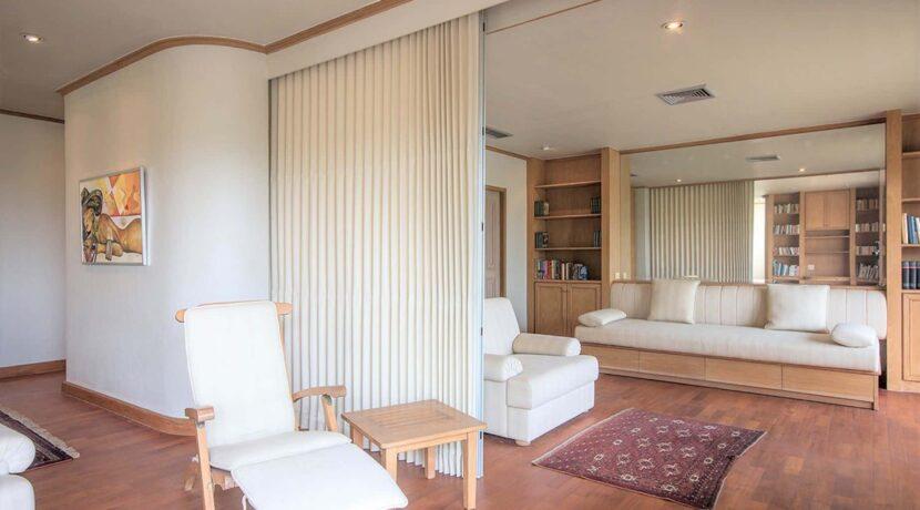 10E Spacious living room