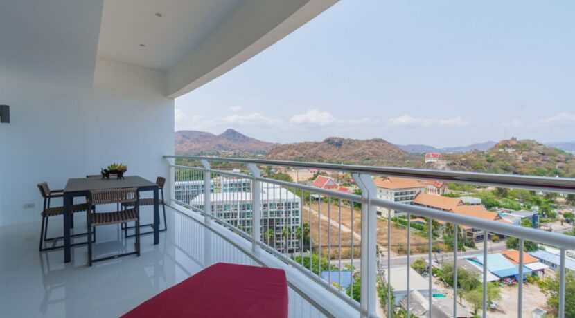 11B Large balcony with panoramic view