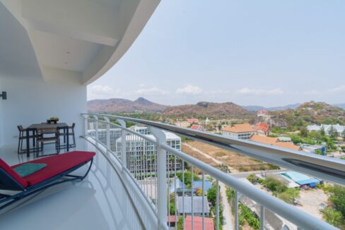 11D Large balcony with panoramic view