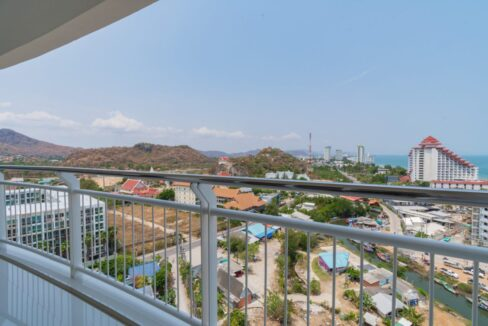 11E Large balcony with panoramic view