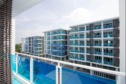 12 Balcony with pool view