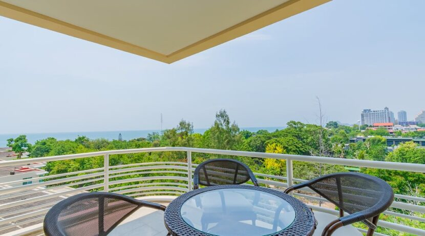 13 Large balcony with sea view