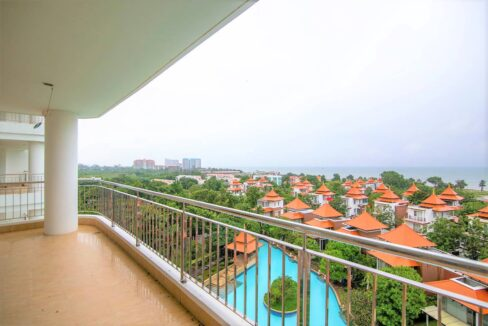 13 Large balcony with un-obstructed sea view