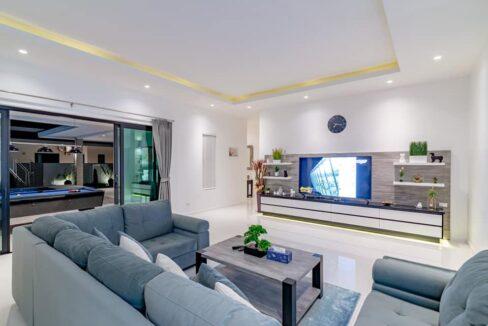 13 Spacious living-dining lounge