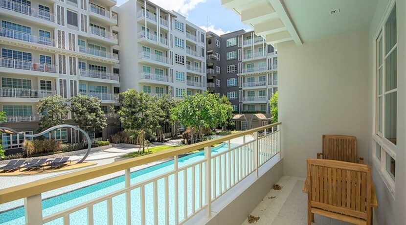 14 Balcony with pool view
