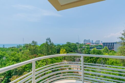 14 Large balcony with sea view