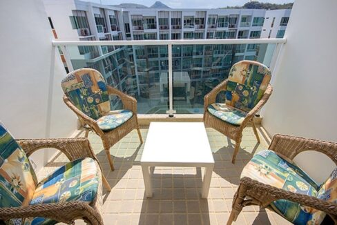 16 Balcony with pool view