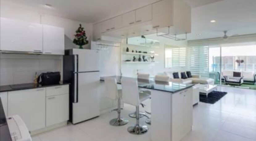 20 Dining aile next to kitchen