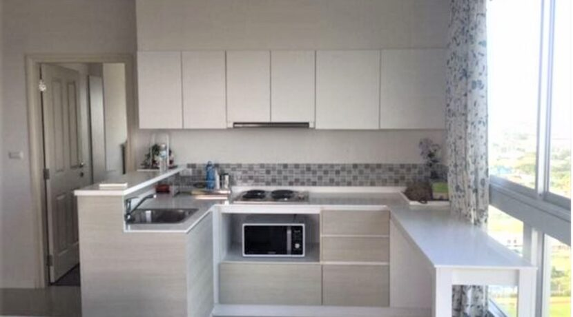 20 Fully fitted open kitchen