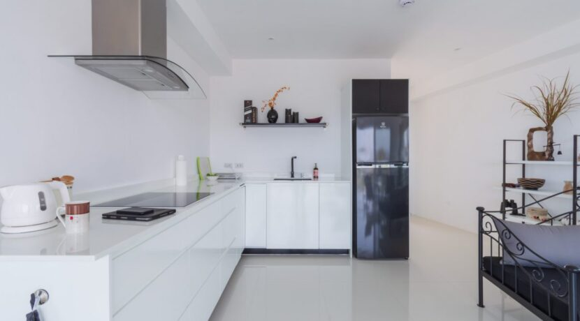 20A Fully fitted modern kitchen