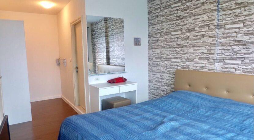 31 Bedroom with ensuite bathroom