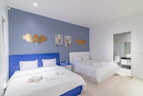 40 Large bedroom #2 with ensuite bathroom