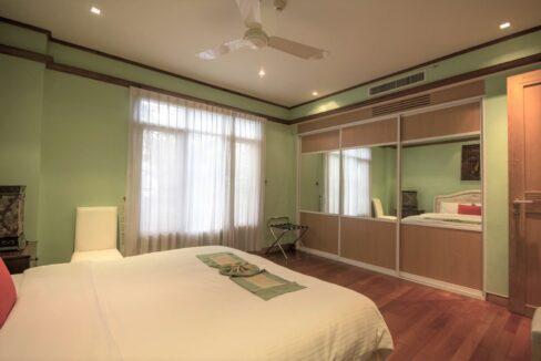 41 Large bedroom #2