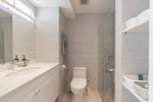 45 Ensuite bathroom #2