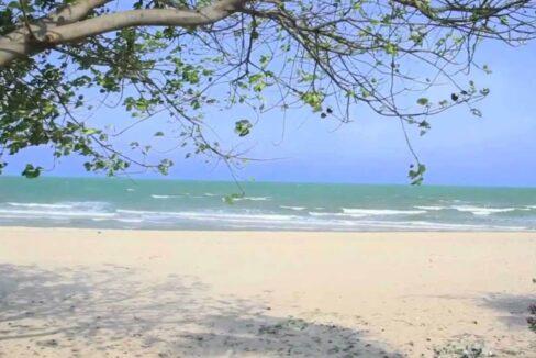 80 Direct beach access