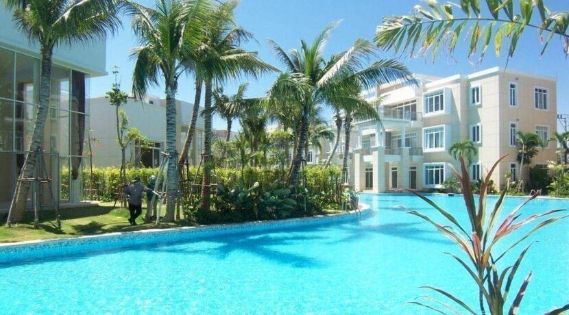 81 Lagoon swimming pool