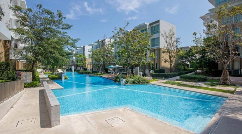 81 Wan Vayla communal pool