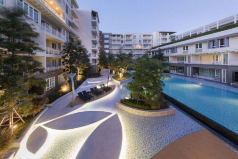 82 Communal pool area