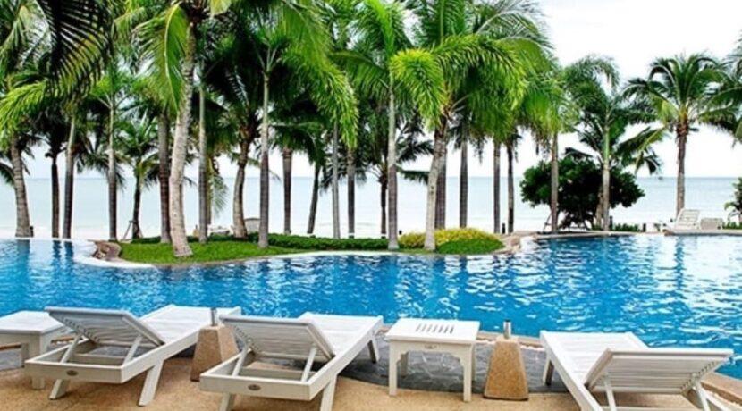 83 Beachfront swimming pool