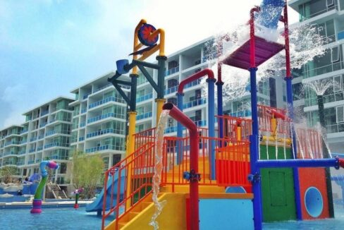 83A Kids pool and play area