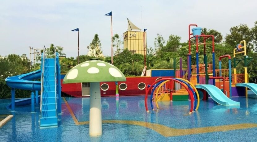 83B Kids pool and play area