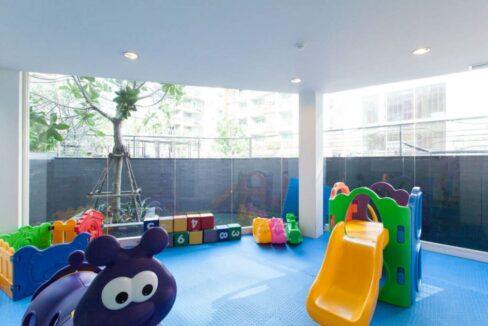 84 Kids playroom