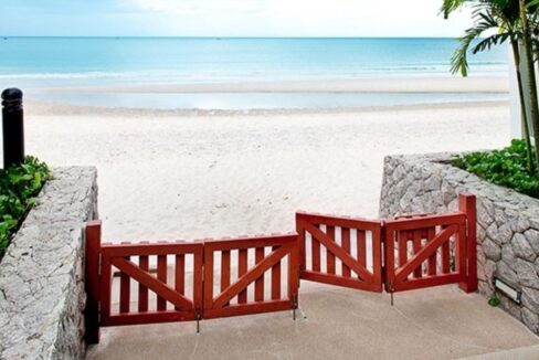 85 Direct beach access