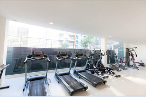 85 Well-equipped gym room