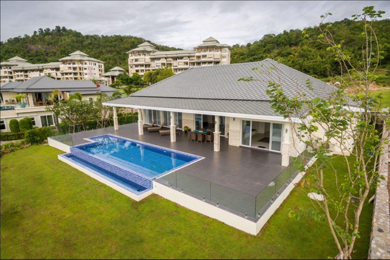 Luxury Golf Villa in Hua Hin at Black Mountain Golf Resort