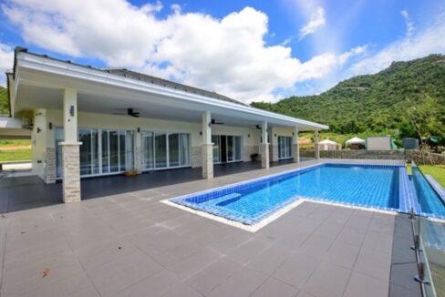 02 Luxury Golf Villa Exterior