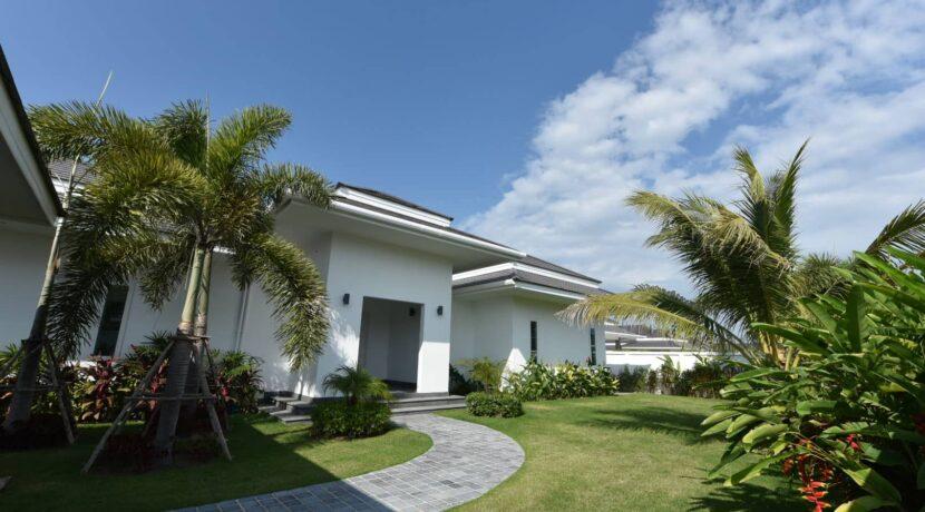 02 Villa entrance
