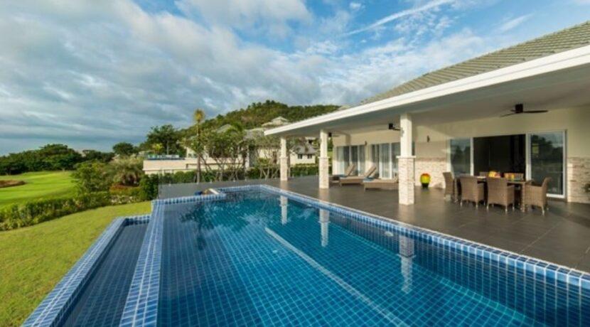 04 Luxury Golf Villa Exterior