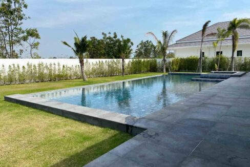 05A Pool with wetdeck and jacuzzi