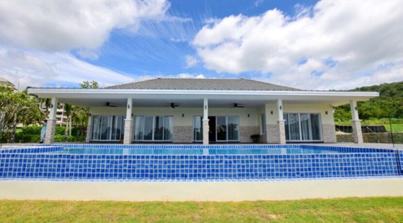 06 Luxury Golf Villa Exterior