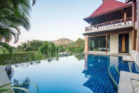 07 Infinity pool with panoramic views