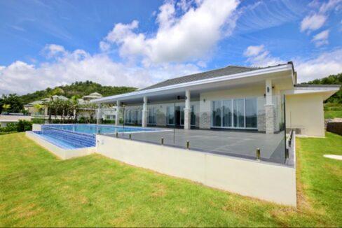 07 Luxury Golf Villa Exterior
