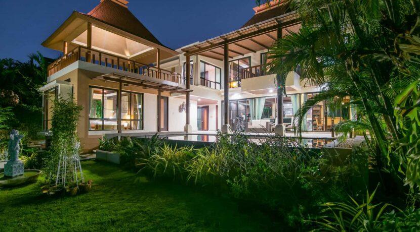 09 Villa at night