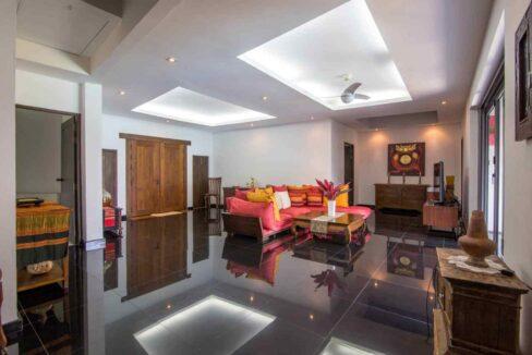 10 Spacious living room