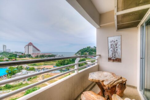 15 Large balcony with panoramic view