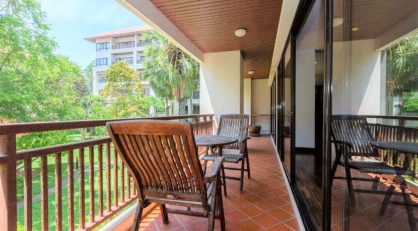 16 Large furnished balcony