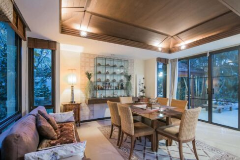 20 Spacious living-dining room